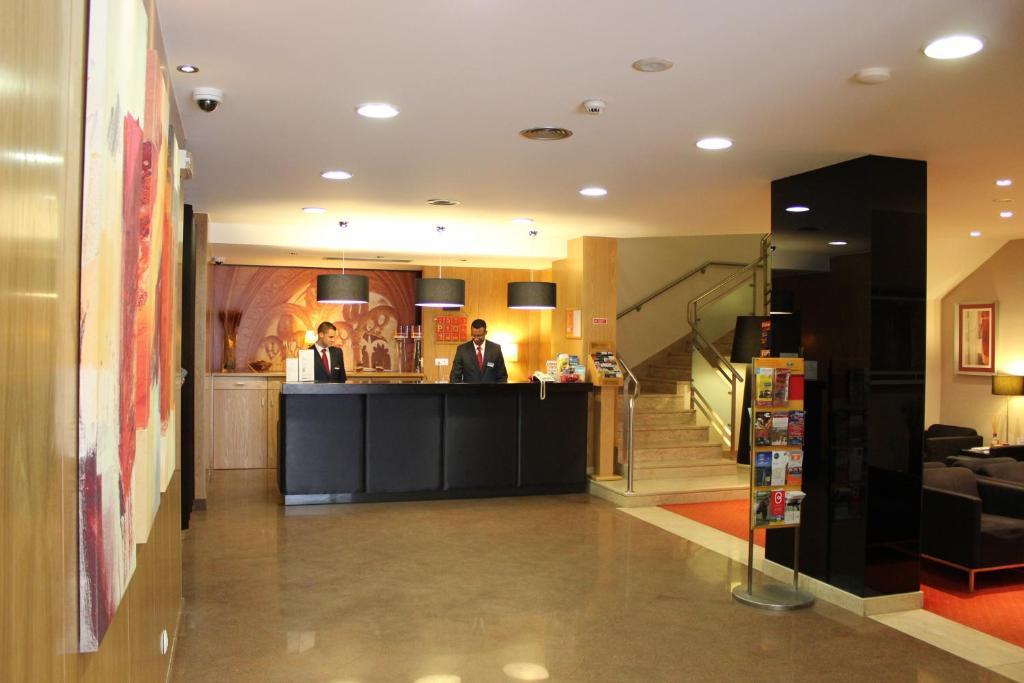 A área de receção ou átrio de Hotel Principe Lisboa