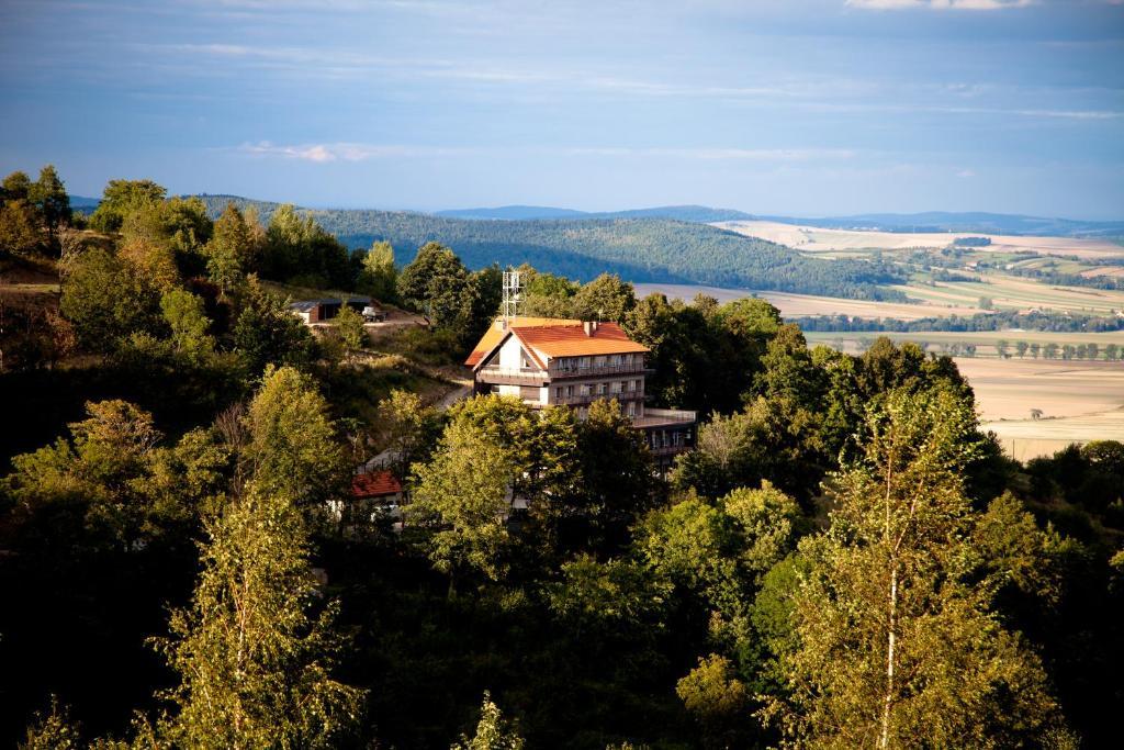Widok z lotu ptaka na obiekt Hotel Srebrna Góra