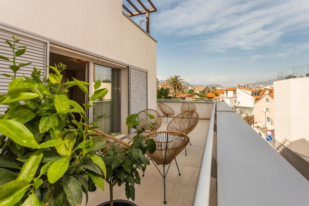 A balcony or terrace at Perla Apartmani Split
