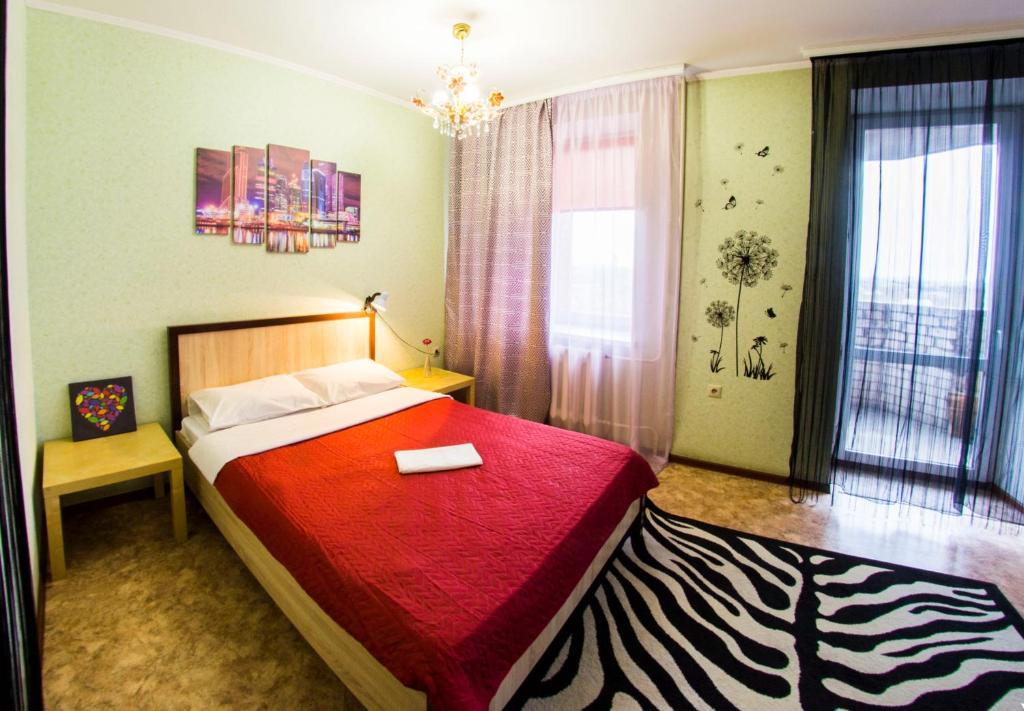 Кровать или кровати в номере RENT-сервис Apartment Zhukova 144