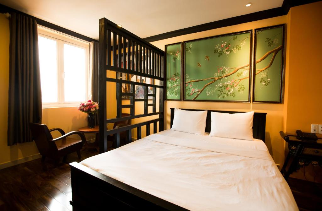 A bed or beds in a room at Ipeace Hotel