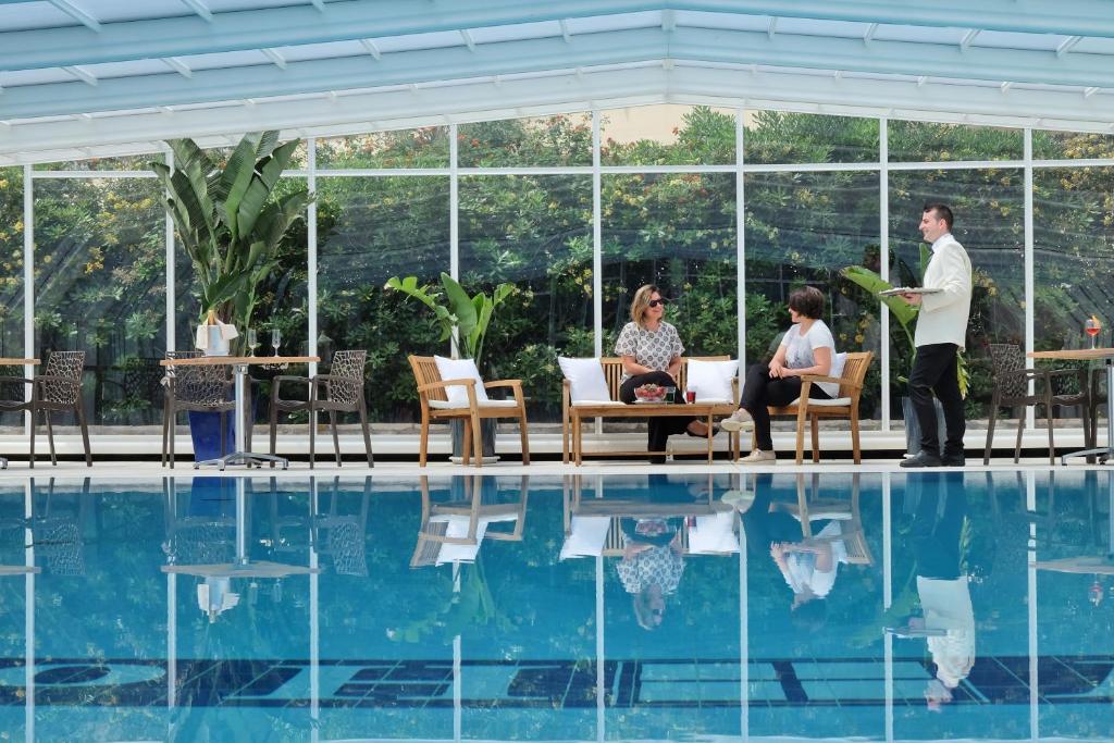 Der Swimmingpool an oder in der Nähe von Joli Park Hotel - Caroli Hotels