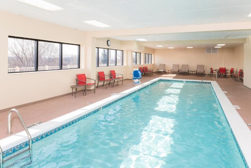 The swimming pool at or near Hampton Inn Grand Rapids/North