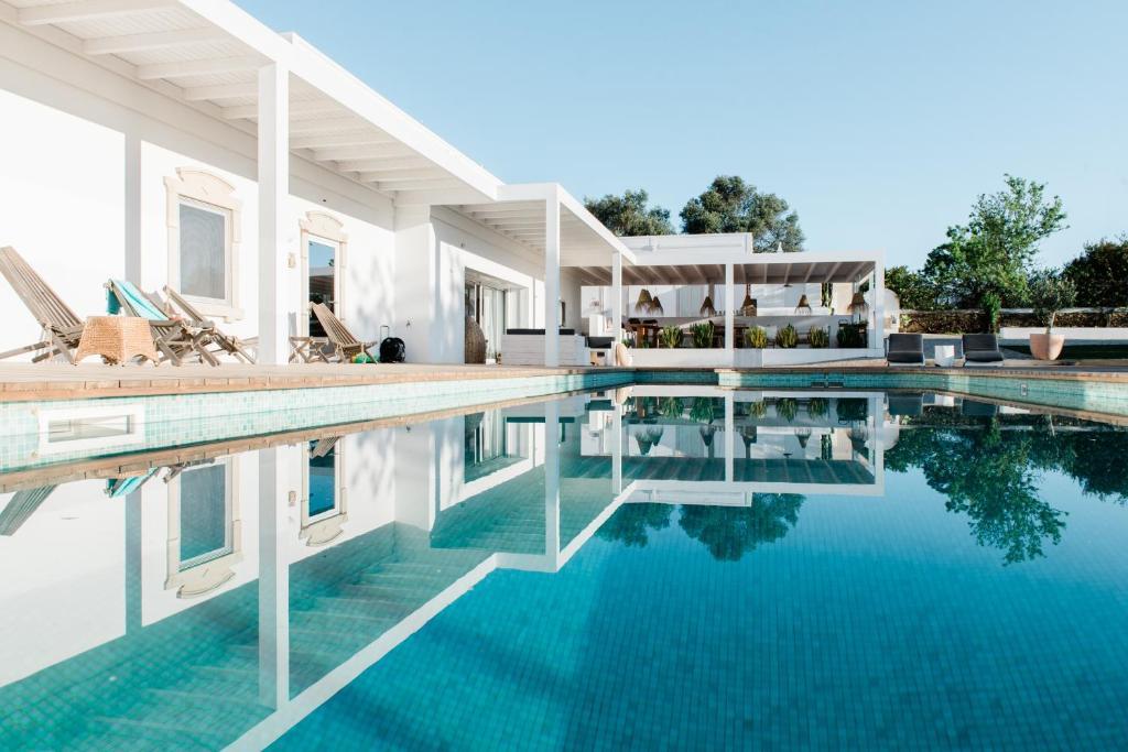 The swimming pool at or near Conversas de Alpendre