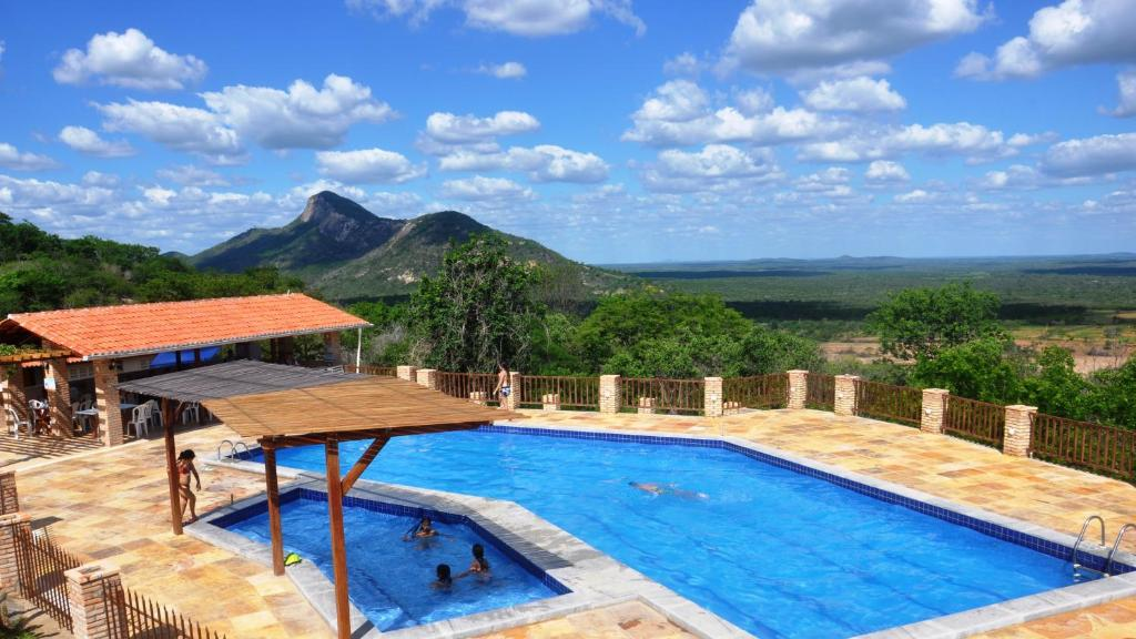 A view of the pool at Fazenda Hotel Pedra dos Ventos or nearby