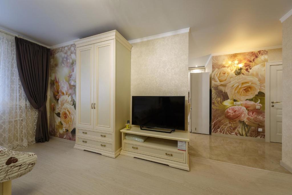 Телевизор и/или развлекательный центр в Apartments on Meridiannaya Ulitsa 3 у набережной Казанки