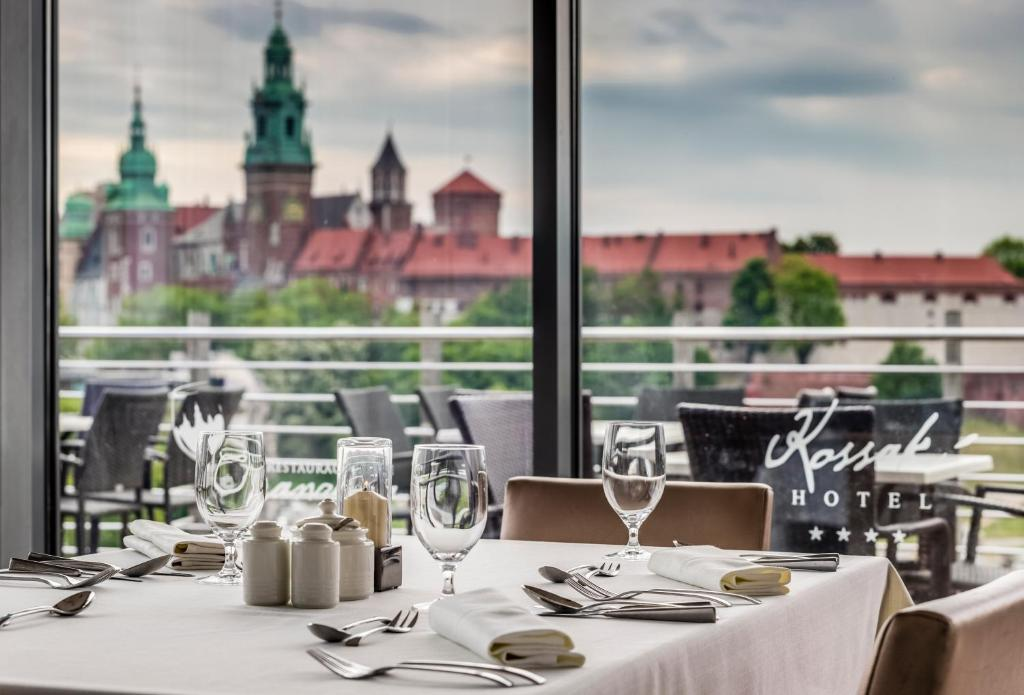 A restaurant or other place to eat at Hotel Kossak