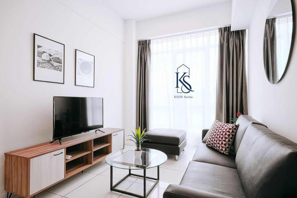 A seating area at KEEN Suites@Sutera Avenue