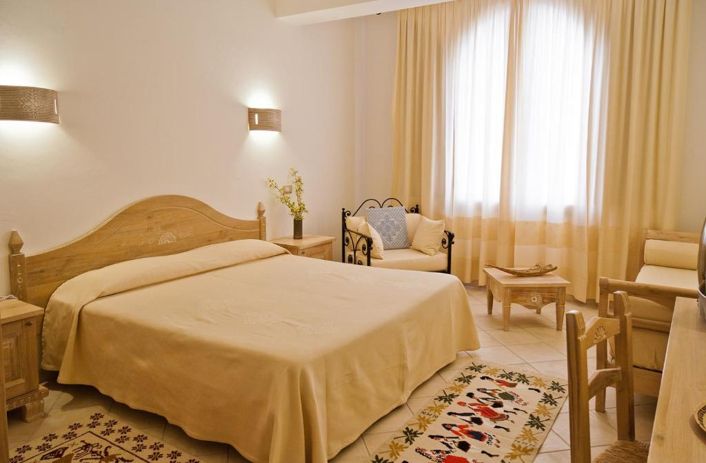 A bed or beds in a room at Hotel Libyssonis