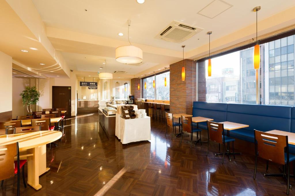 A restaurant or other place to eat at Hotel Keihan Asakusa