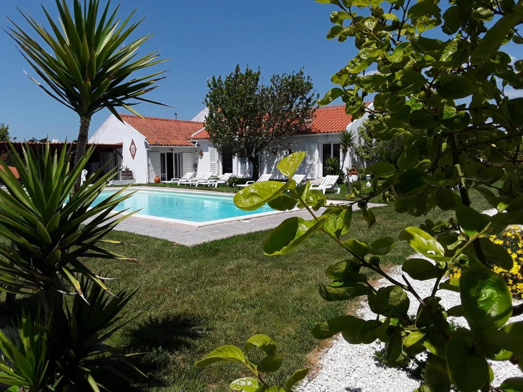 The swimming pool at or near Quinta Camargue