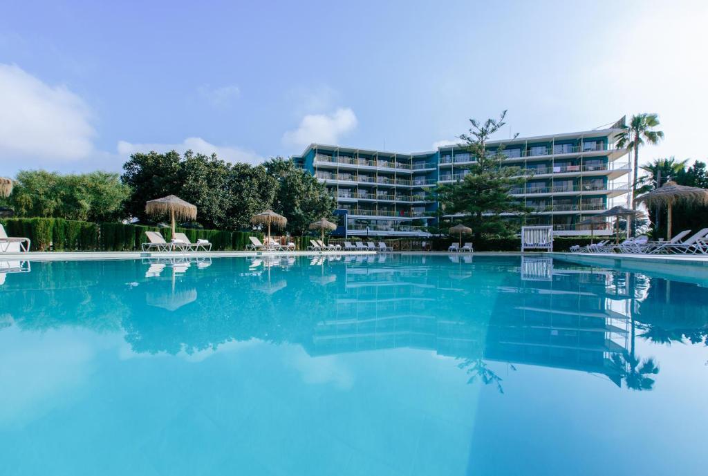 Hotel Almiranteの敷地内または近くにあるプール