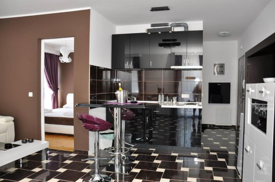 A kitchen or kitchenette at El Barco Apartments