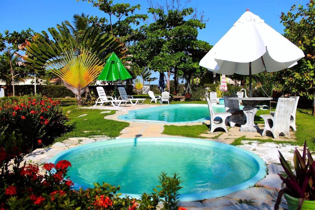 A piscina localizada em Vila Verde Chalés ou nos arredores