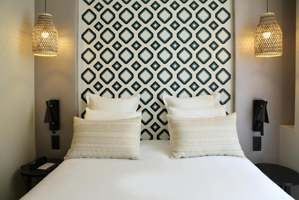 A bed or beds in a room at Best Western Plus Hôtel La Joliette
