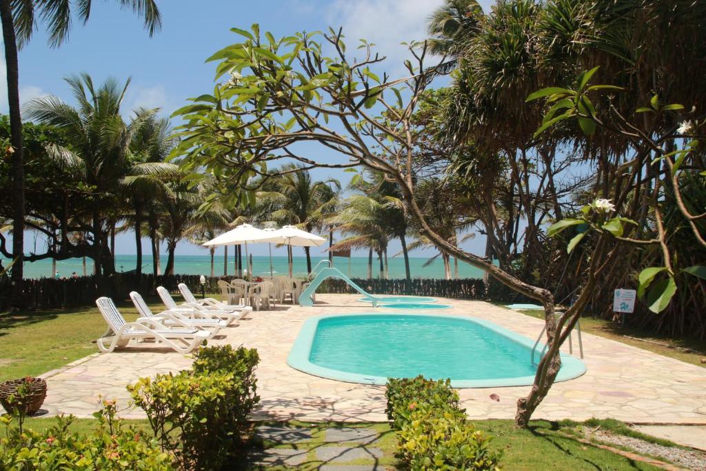 A piscina localizada em Pousada dos Coqueiros ou nos arredores