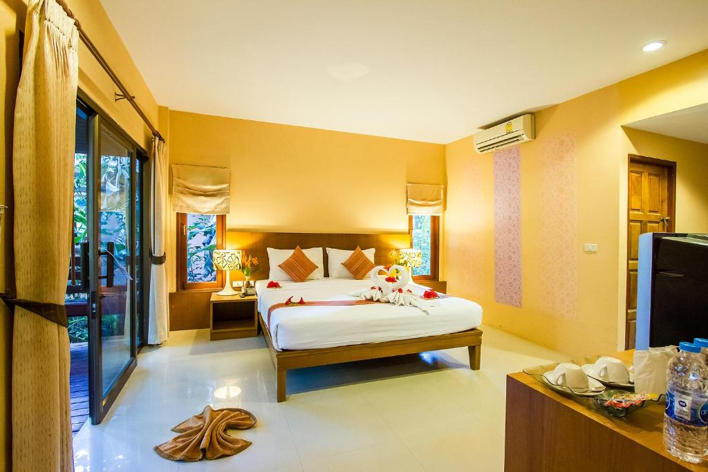 A bed or beds in a room at Sunda Resort