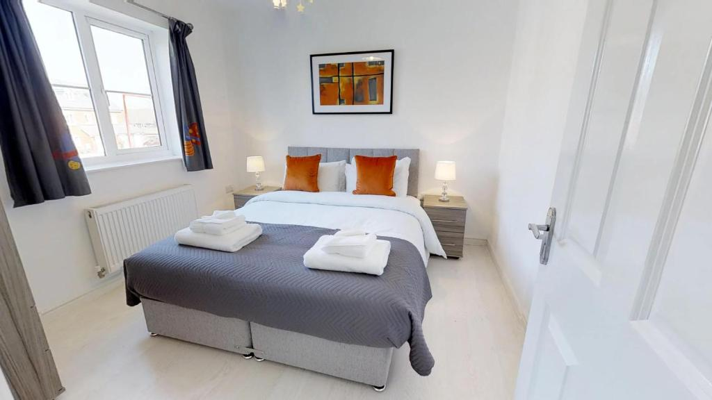 A bed or beds in a room at StayZo - Cole Green Lane