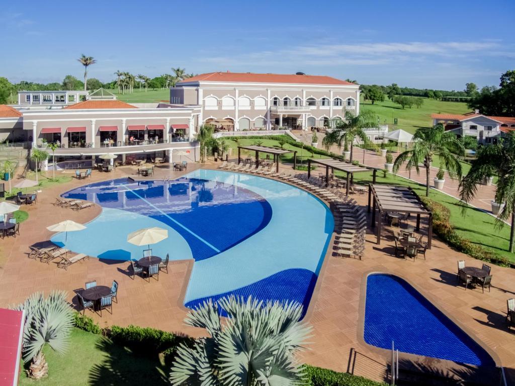 Uma vista da piscina em Wish Foz do Iguaçu ou nos arredores