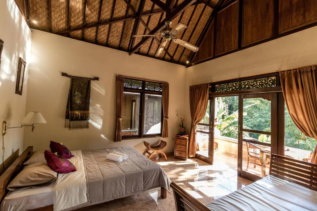 A bed or beds in a room at Bali Asli Lodge by EPS