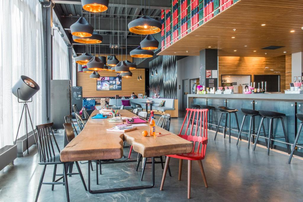 A restaurant or other place to eat at Moxy Aberdeen Airport