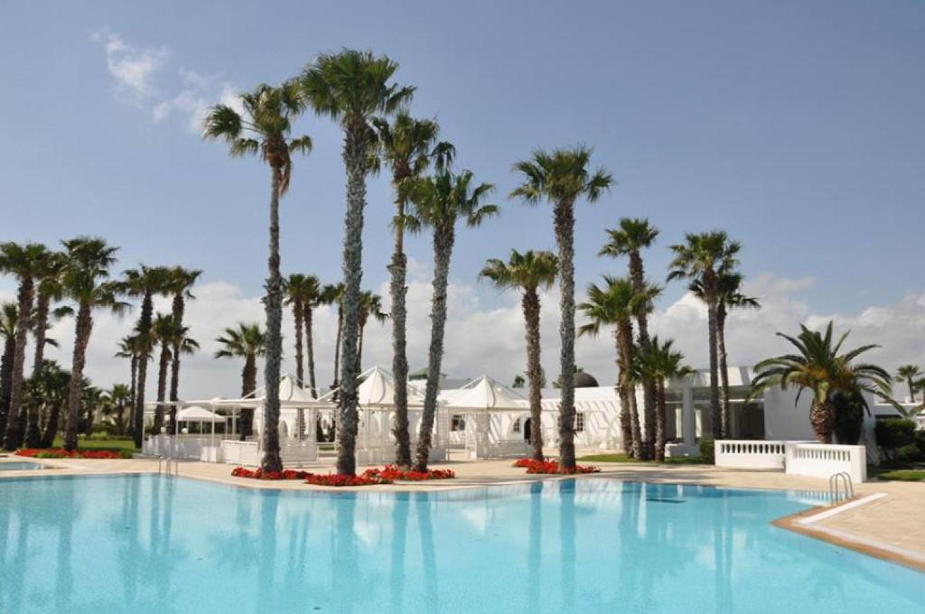 المسبح في Residence Ain Meriem أو بالجوار