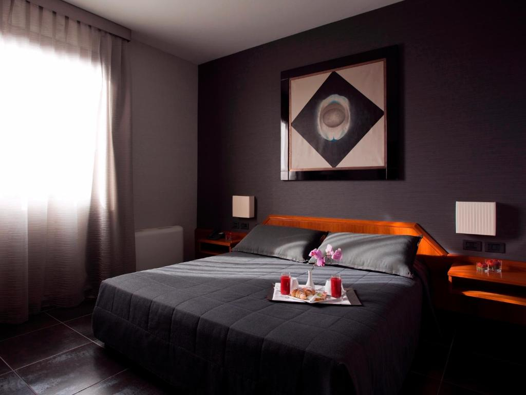 Ein Bett oder Betten in einem Zimmer der Unterkunft Hotel Zone