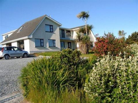 DeCourcey's Hazelbrook Farmhouse B&B Cleggan, Ireland