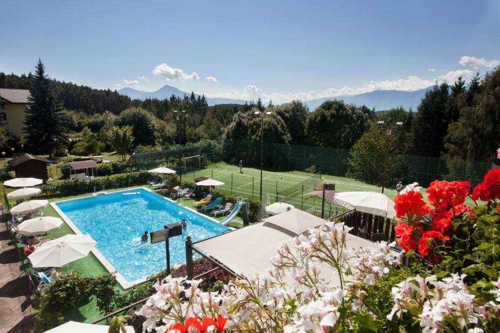 A view of the pool at Hotel Scoiattolo or nearby