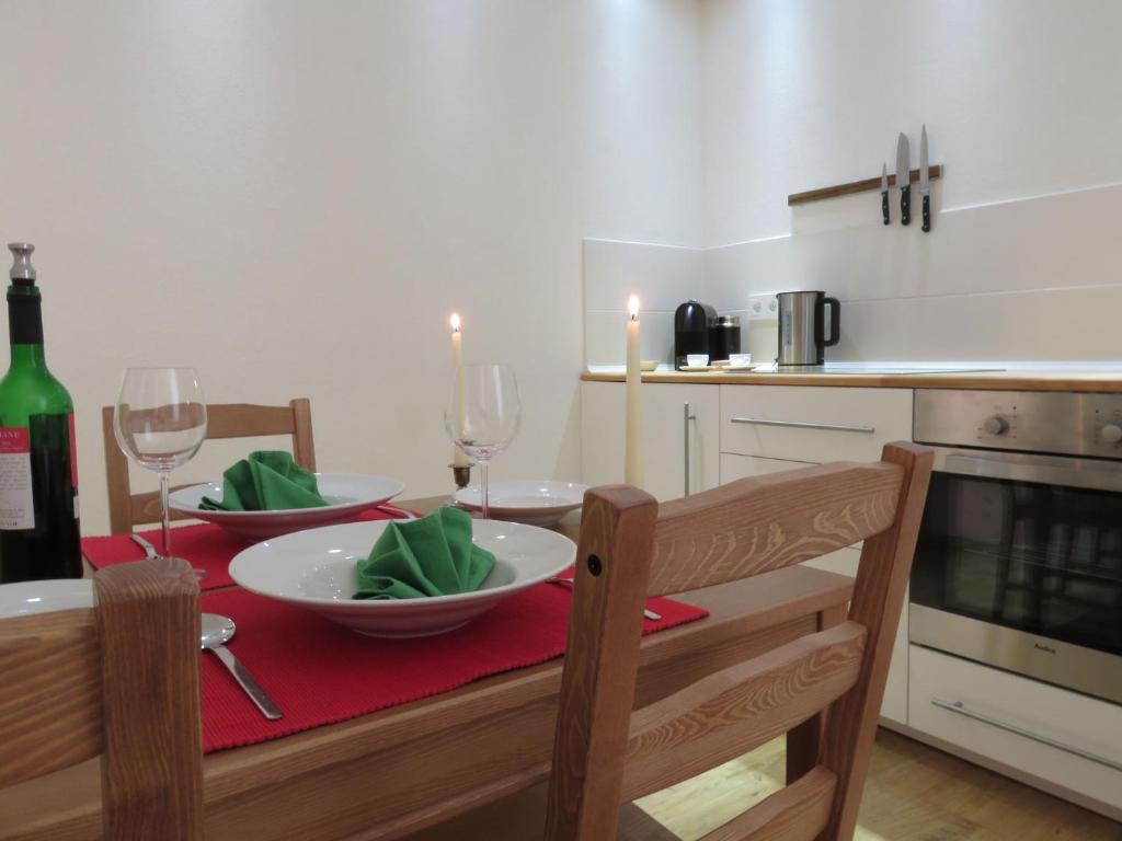 Ein Restaurant oder anderes Speiselokal in der Unterkunft Downstairs6b