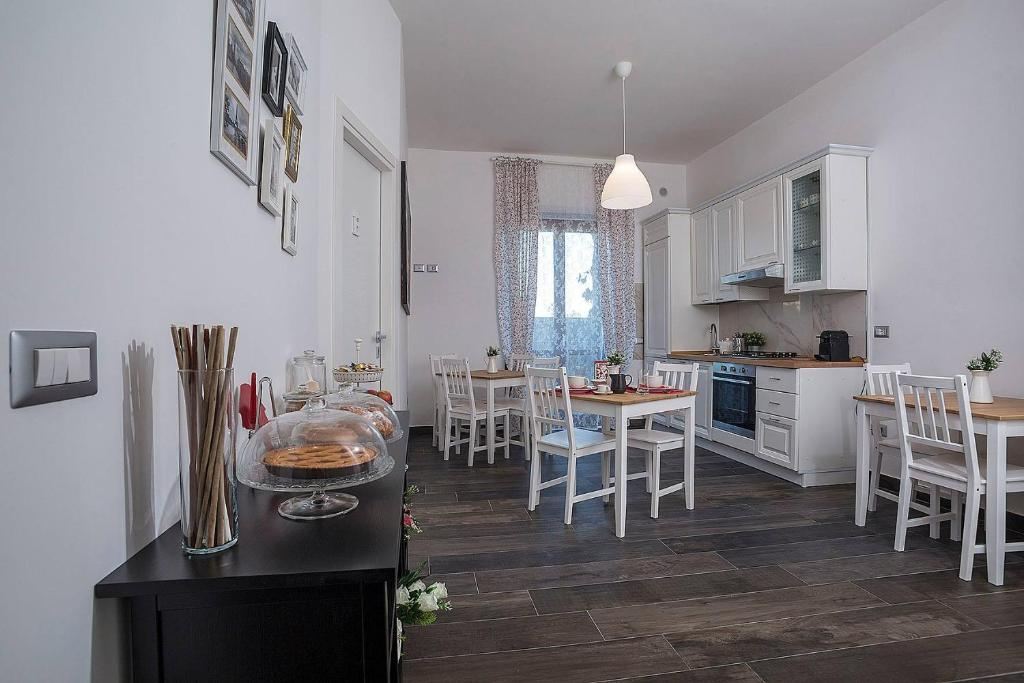 A restaurant or other place to eat at B&B Civico 41 Salerno