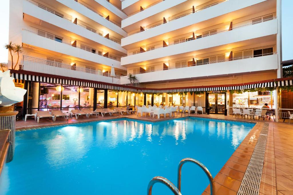 Het zwembad bij of vlak bij Hotel Xaine Park