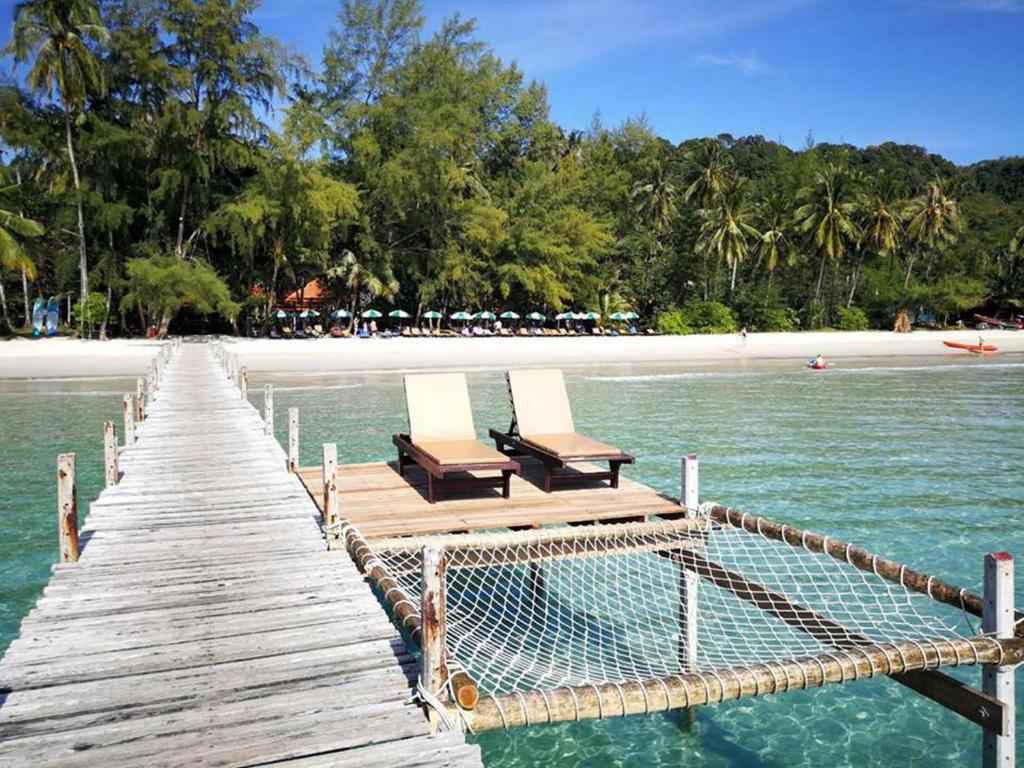 Der Swimmingpool an oder in der Nähe von Ko Kut Ao Phrao Beach Resort