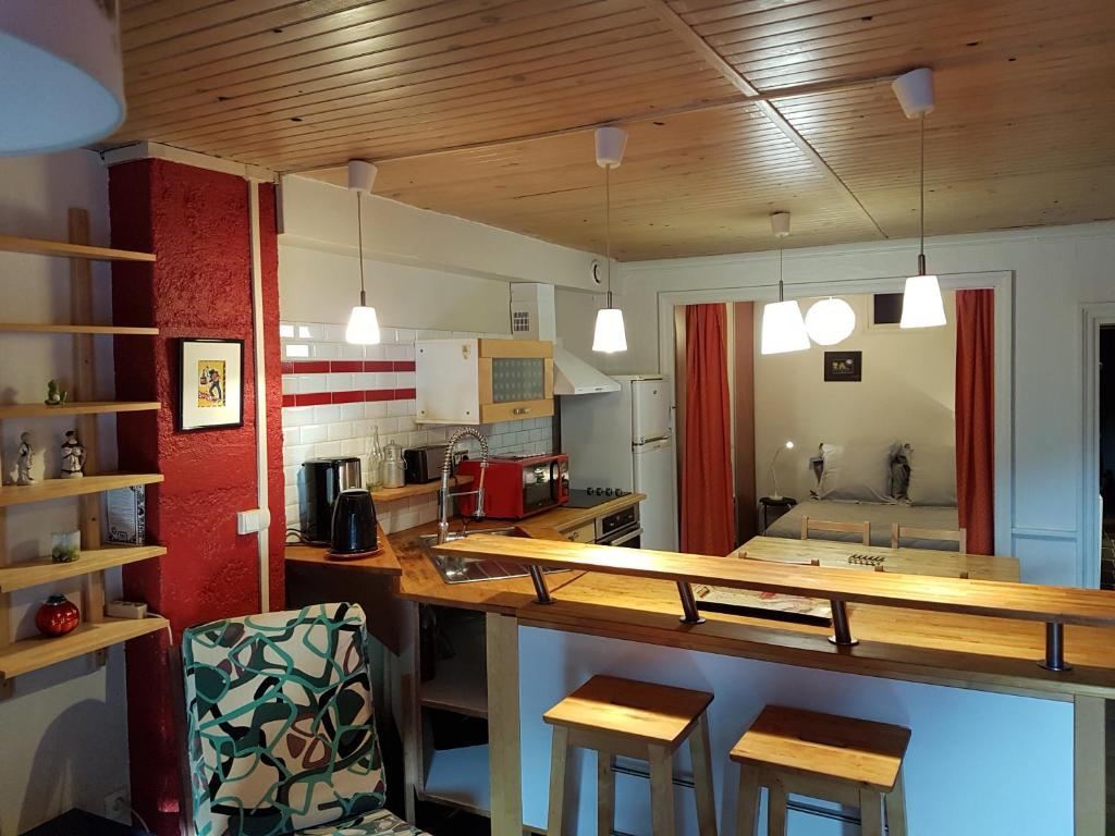 A kitchen or kitchenette at Home Nantua studio meublés Ain-Jura