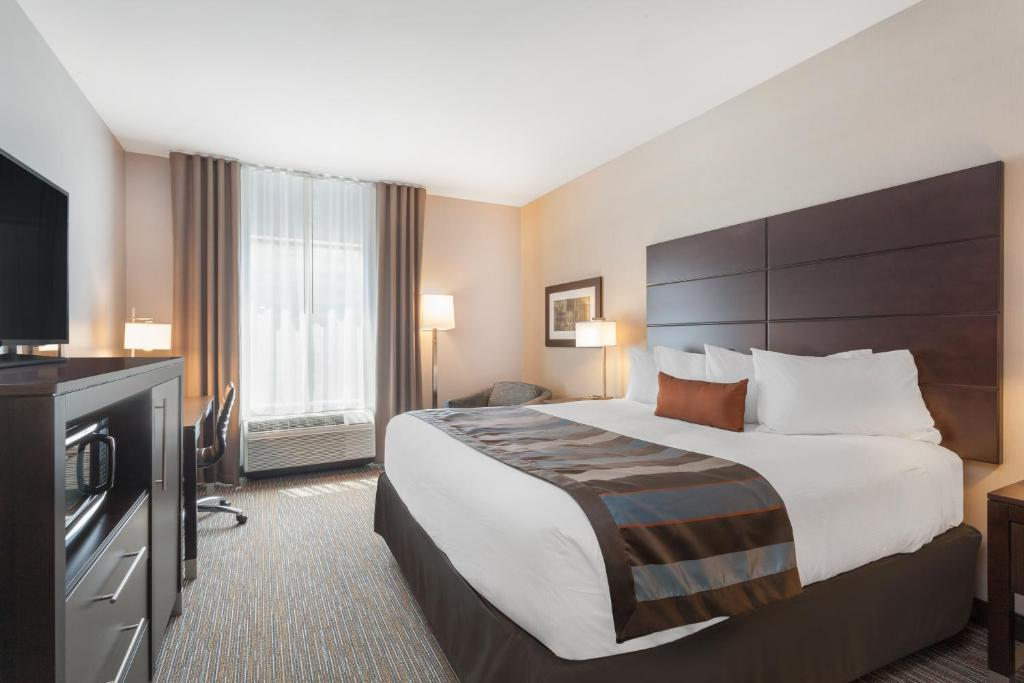 A room at the Wingate by Wyndham Altoona Downtown Medical Center.
