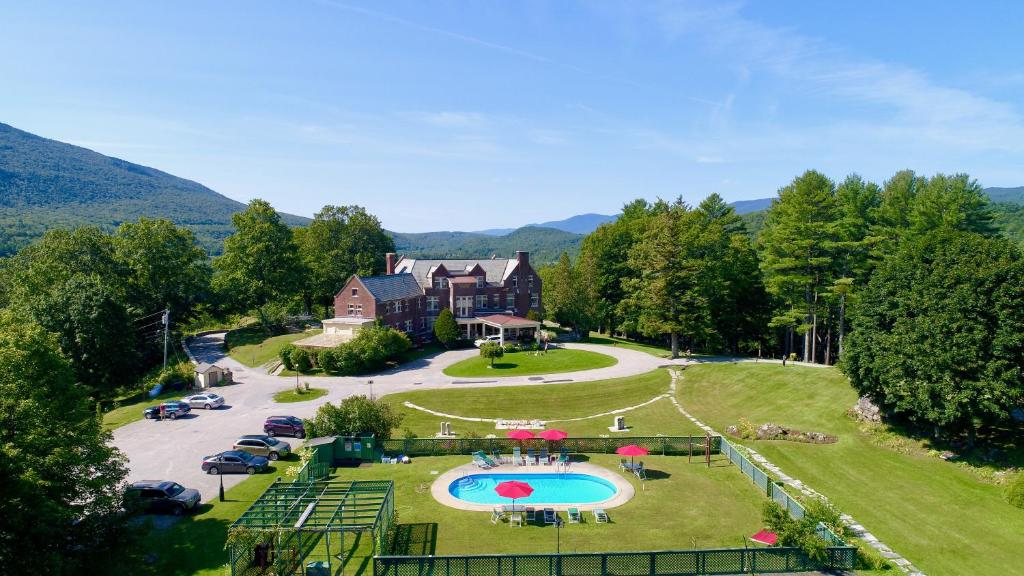 A view of the pool at Wilburton Inn or nearby
