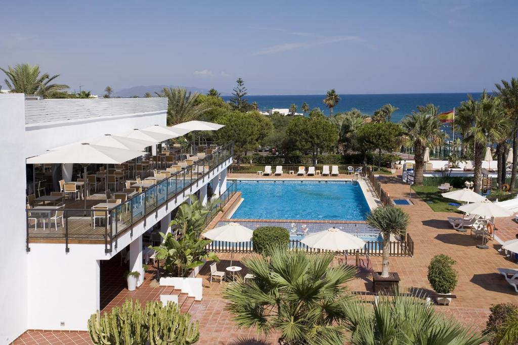A view of the pool at Parador de Mojácar or nearby