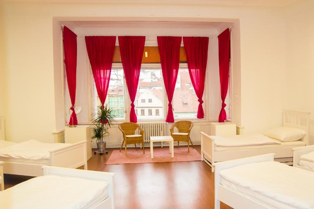Een zitgedeelte bij Hostel Franz Kafka