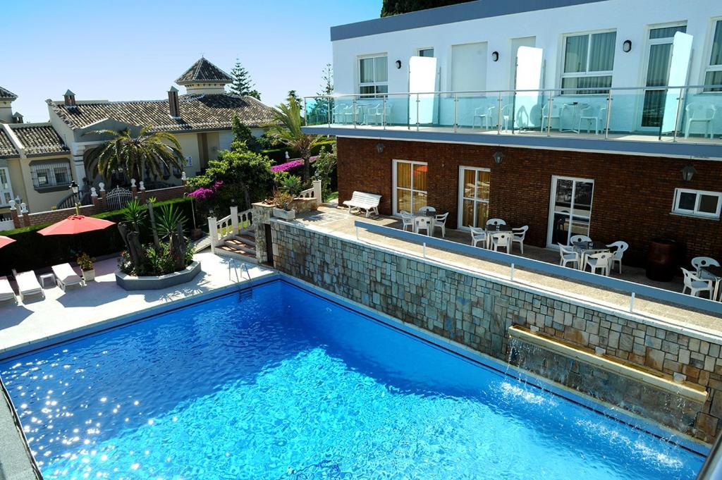 The swimming pool at or near Hotel Complejo Los Rosales