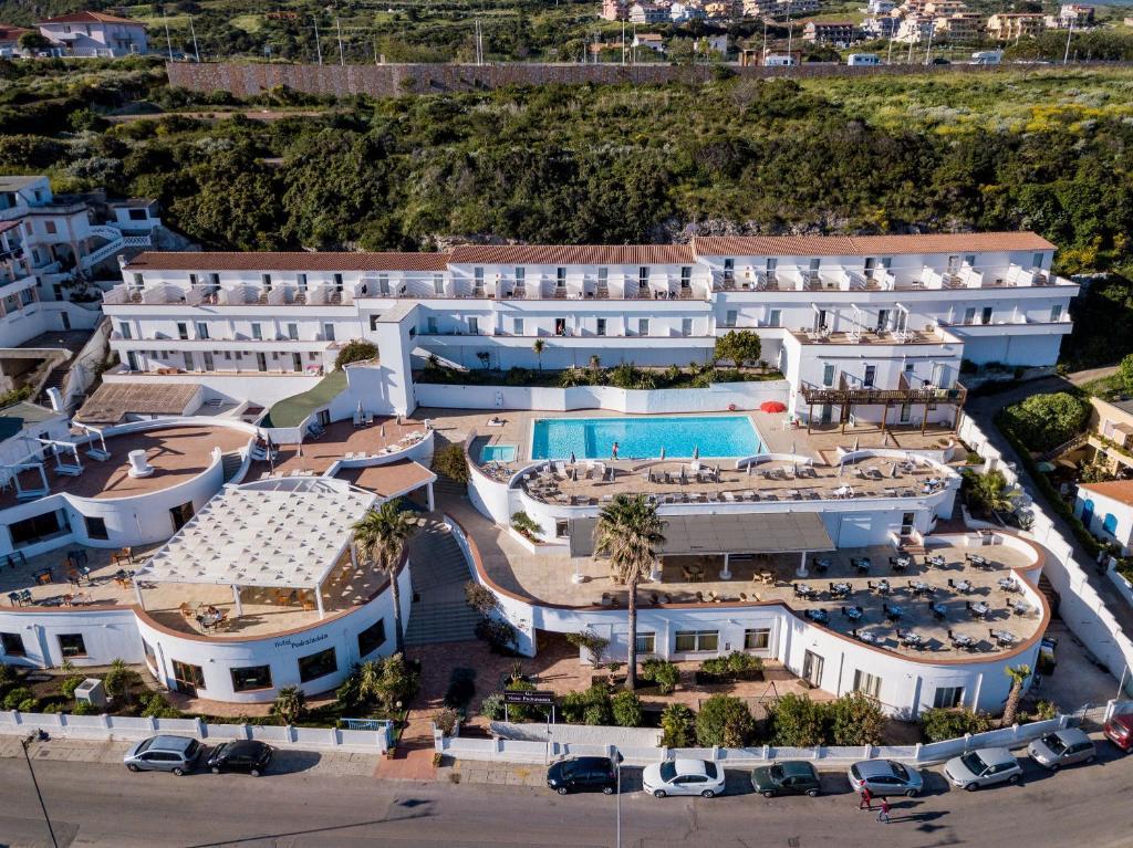 Een luchtfoto van Hotel Pedraladda