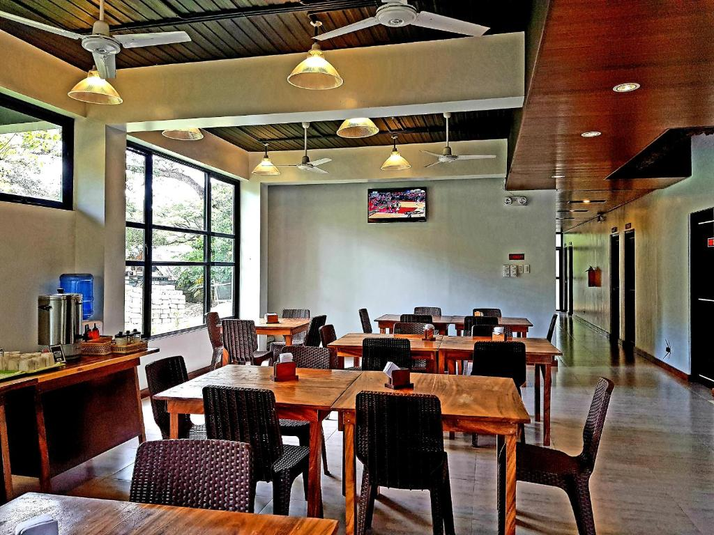 A restaurant or other place to eat at Acacia Garden Inn