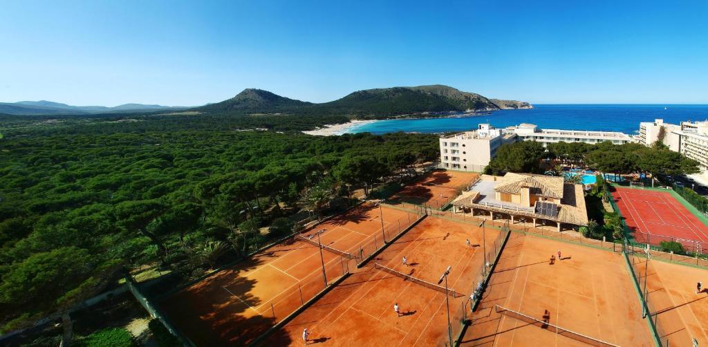 A bird's-eye view of Hotel & Spa S'Entrador Playa