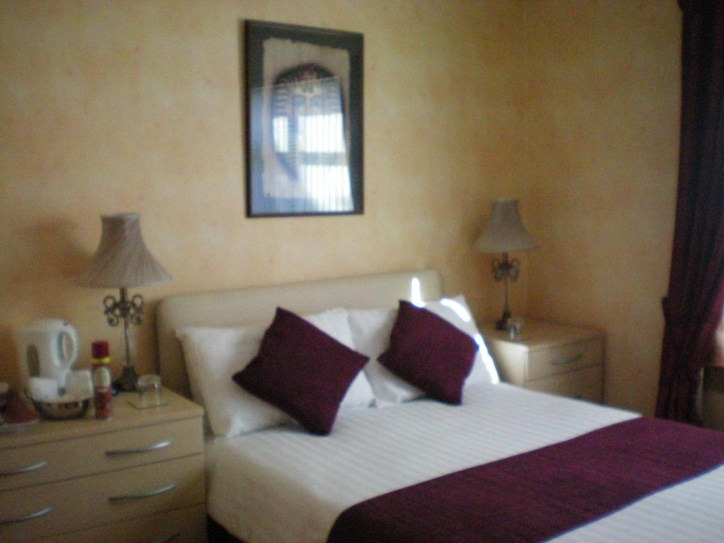 A bed or beds in a room at Wimberley House