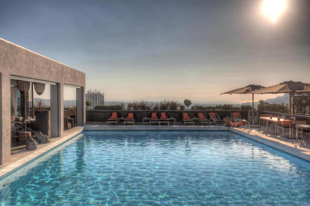Πισίνα στο ή κοντά στο President Hotel