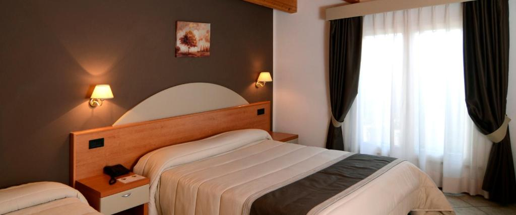 A bed or beds in a room at Hotel Il Cammino Di Francesco