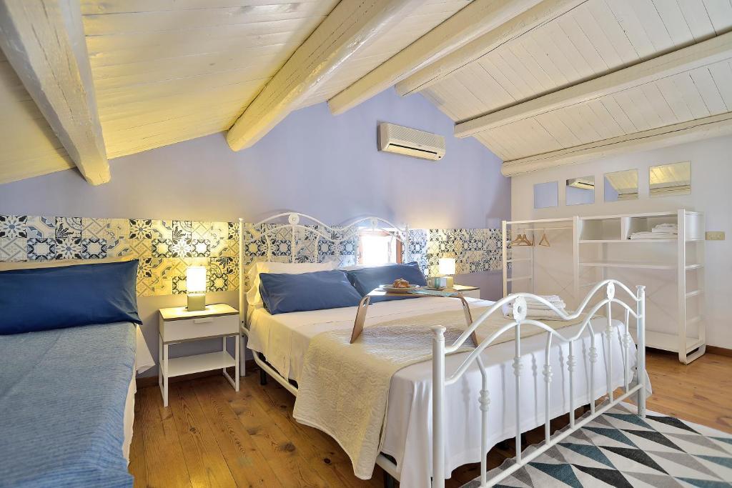 Letto o letti in una camera di Villa Giannina