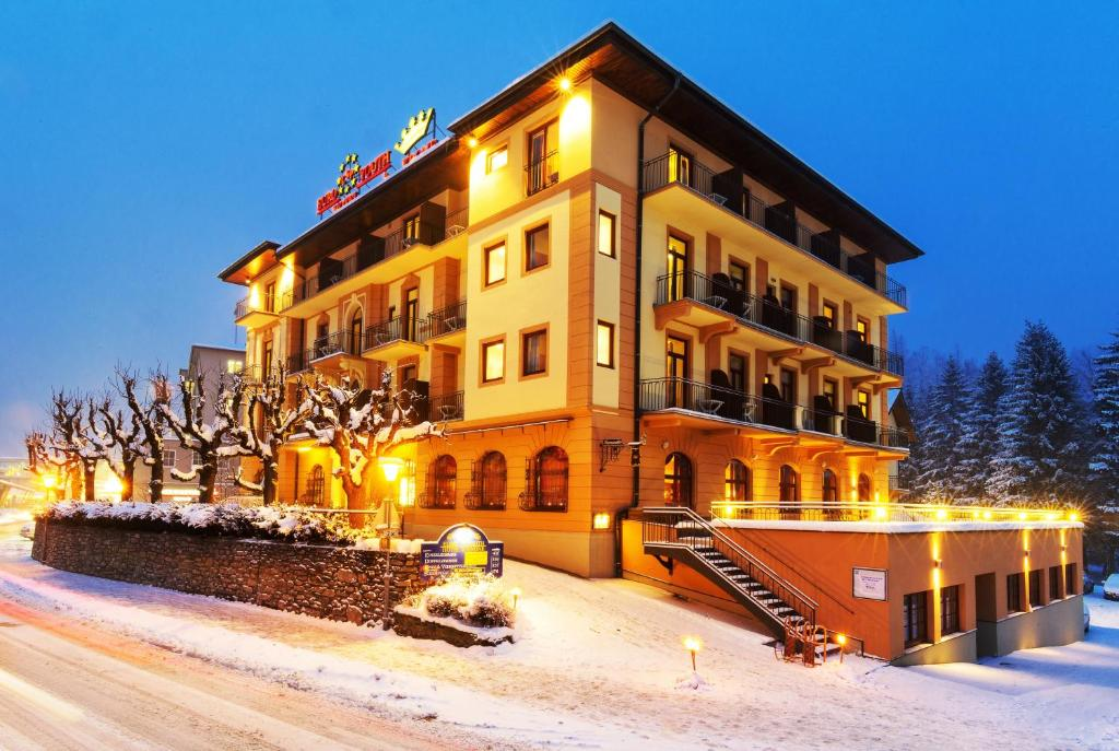 Euro Youth Hotel & Krone during the winter