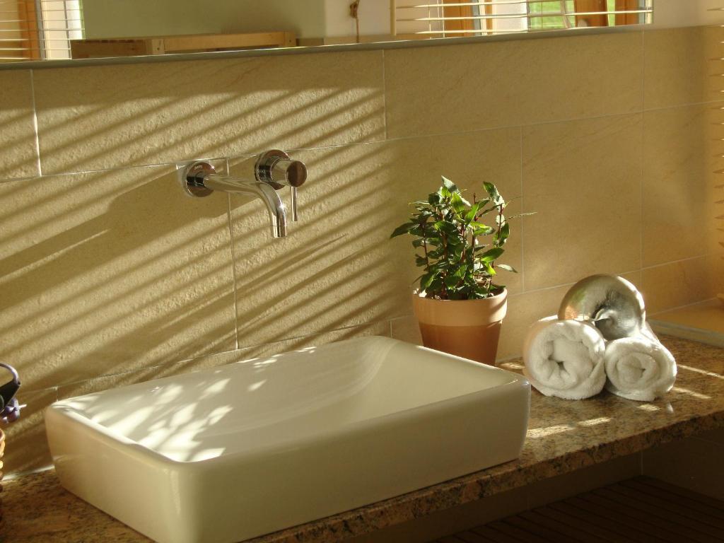 A bathroom at Freundsheimhof