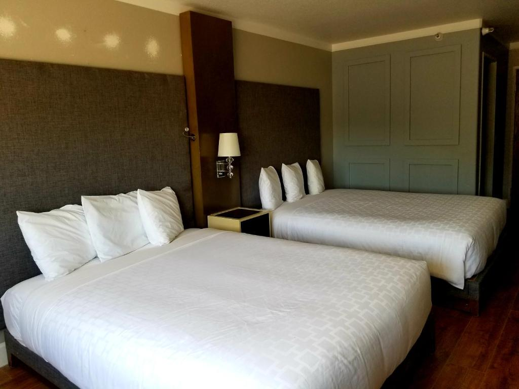 A bed or beds in a room at Castle Inn