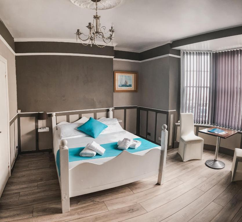 A bed or beds in a room at Horizon